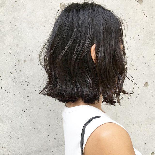 黒髪パーマ風ウェーブボブヘア