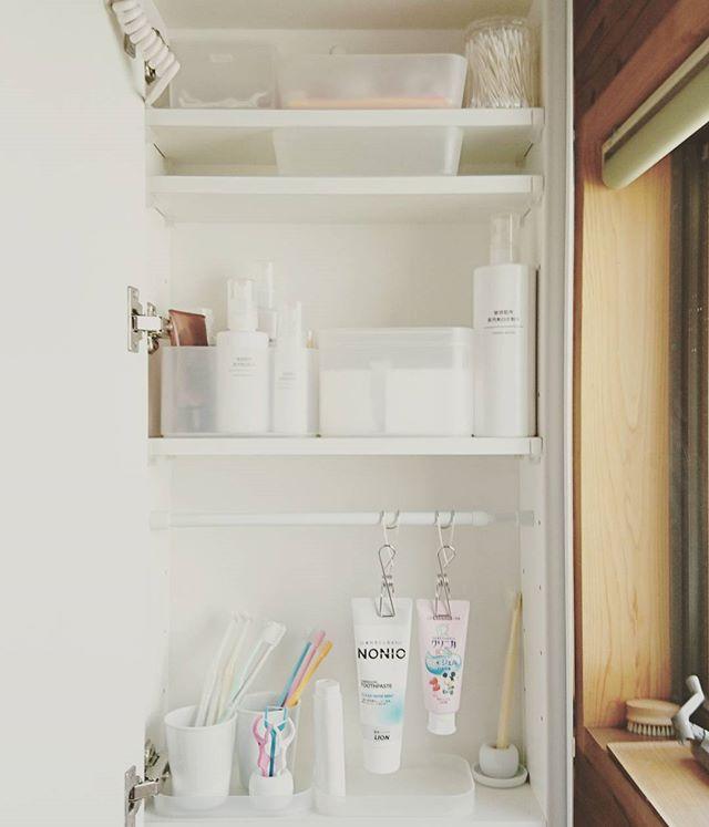 洗面所のホワイト収納3