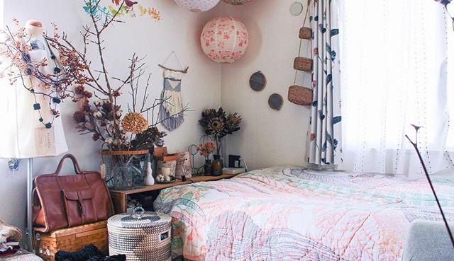 植物や小物で涼し気なベッドルーム2