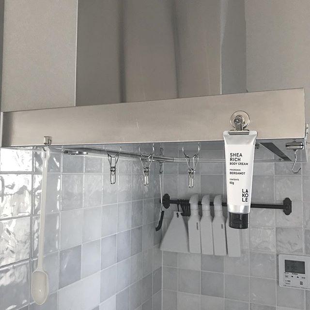 キッチンで活躍するマグネット収納4