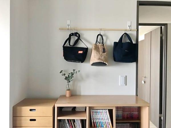 ②天井・壁から吊るす洋服収納2