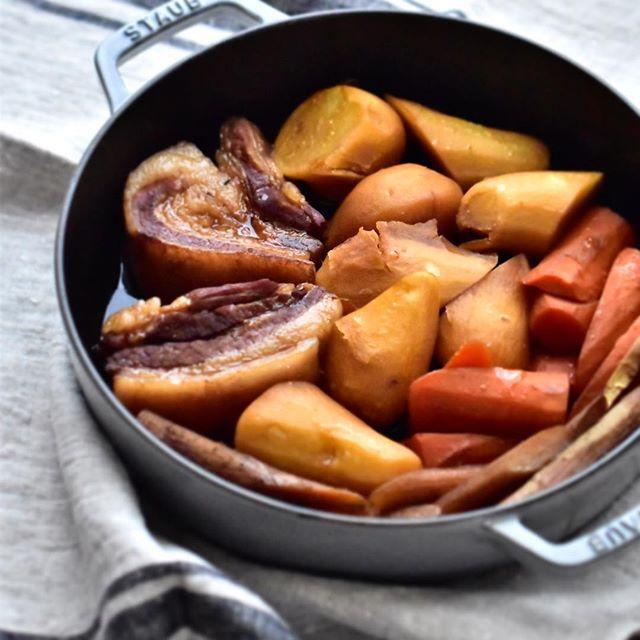 ホクホクじゃがいも!豚バラと根菜の煮物