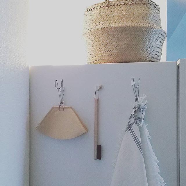冷蔵庫の側面にステンレスのマグネットフック