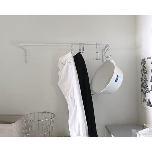 ②天井・壁から吊るす洋服収納3