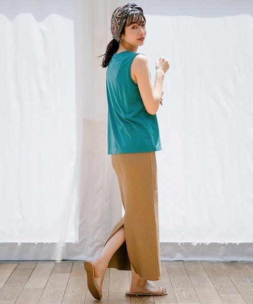 ターコイズブルートップス×ベージュリブスカート