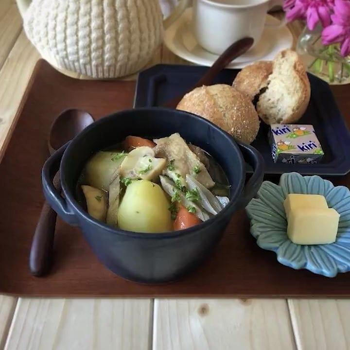 鶏と根菜の味噌バタースープ