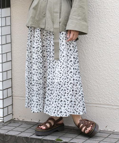 [w closet] フラワーシルエットプリント消しプリーツロングスカート