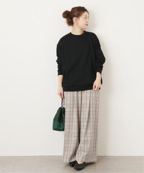 黒スウェット×パンツの春夏女子コーデ