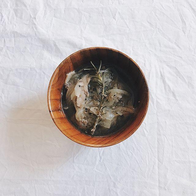 お肉と玉ねぎの旨味がぎゅっと詰まったスープ