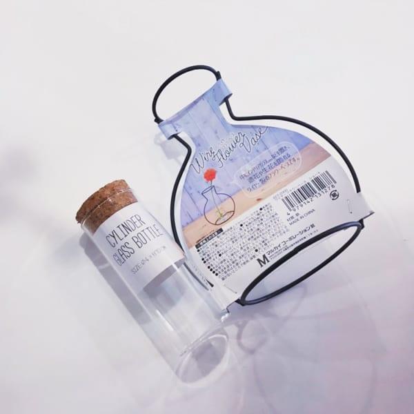 キャンドゥのワイヤー製フラワーベース&シリンダーグラスボトル
