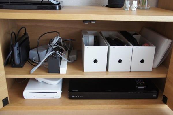 ゲーム機器の収納は無印良品のファイルボックスハーフに2