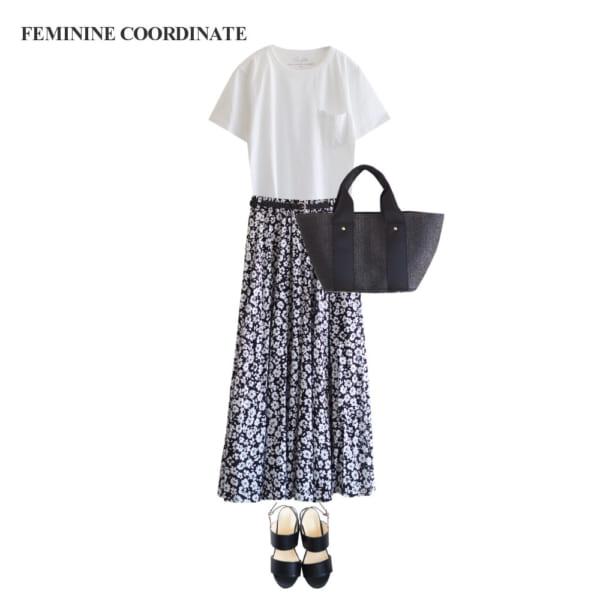 【フェミニンコーデ】モノトーンの小花柄マキシスカートで大人っぽく