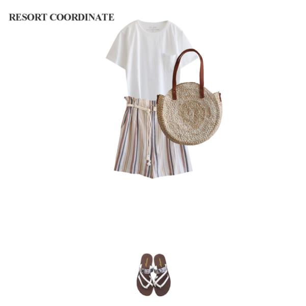 【リゾートコーデ】白Tシャツ×ショートパンツで夏気分を満喫