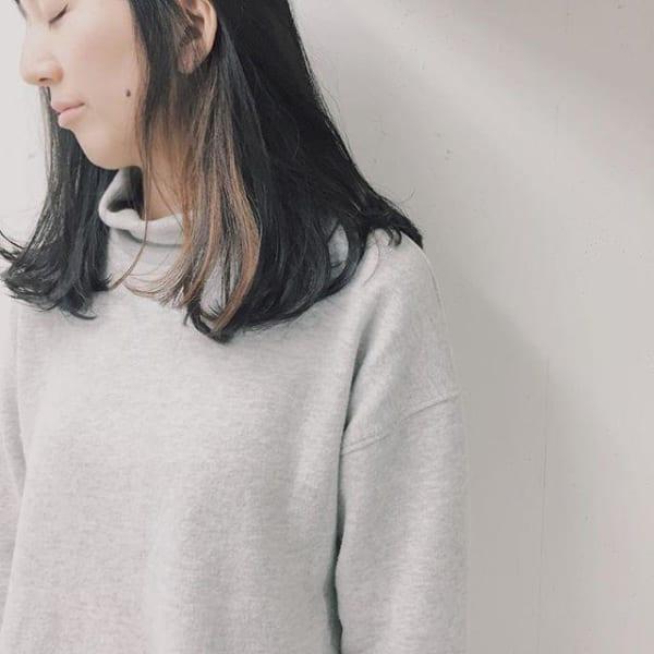黒髪ミディアム×ワンポイント