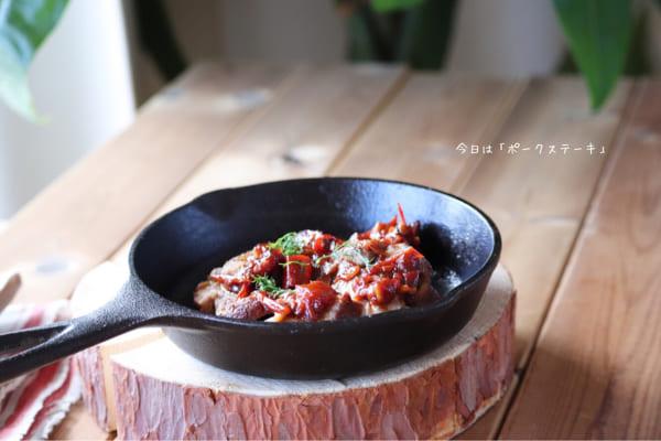 トマトとオニオンソースのポークステーキ