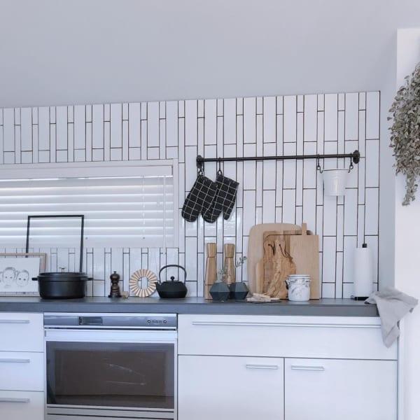 清潔感とオシャレさを両立したモノトーンキッチン1