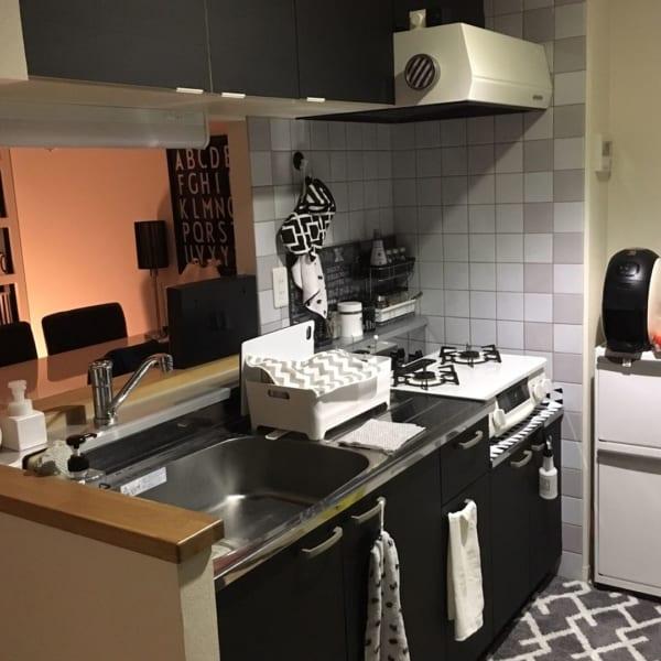 清潔感とオシャレさを両立したモノトーンキッチン2