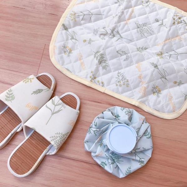 竹スリッパと同じデザインの枕パット、そして氷のう