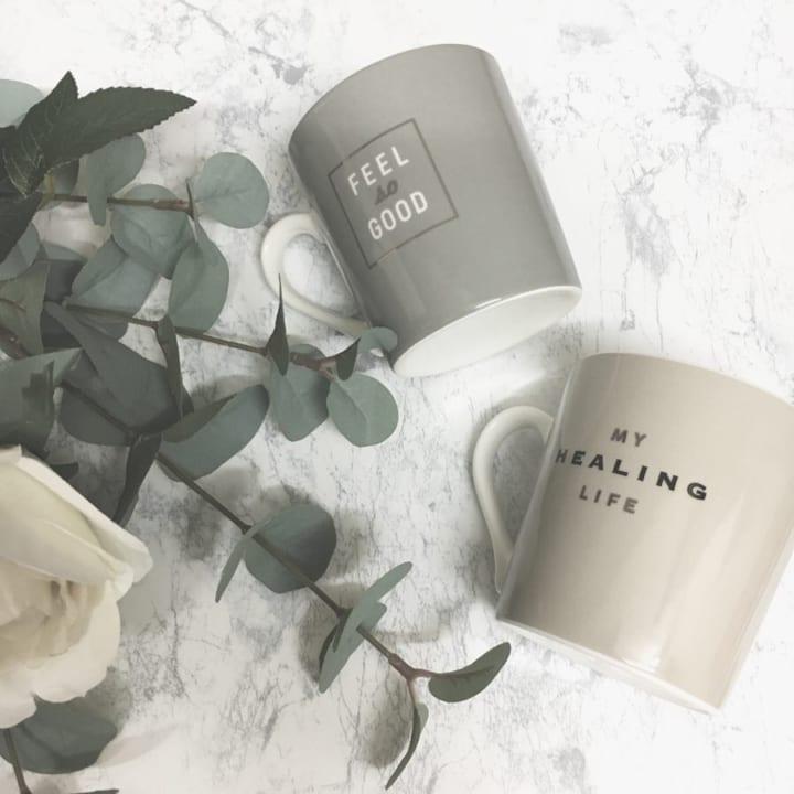 ワンポイントロゴ&レターズデザインのマグカップ【ダイソー】