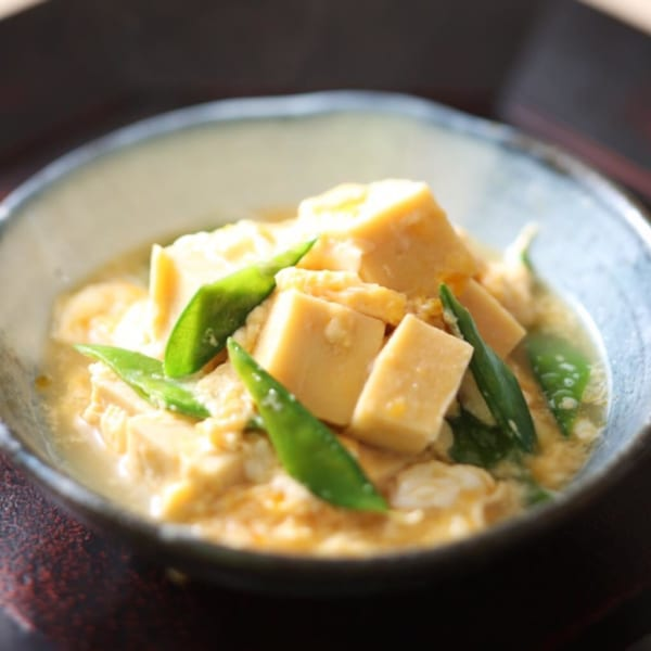高野豆腐と絹さやの卵とじ