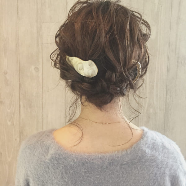 ゆる編みは少量の後れ毛でふんわり感を