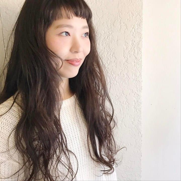面長さんに似合うロングの髪型3