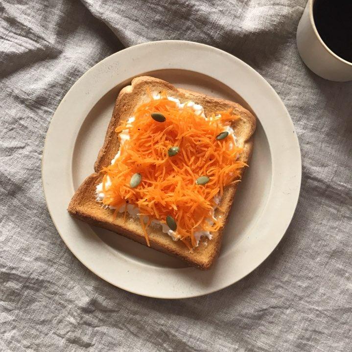 人参のラペとヨーグルトのトースト