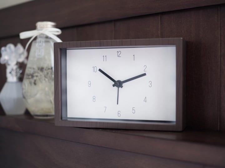 目覚まし機能付き置時計