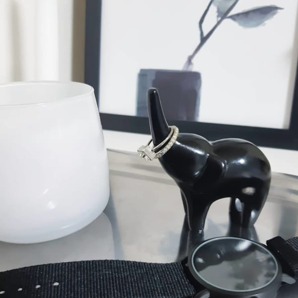 彫刻風ゾウのインテリアオブジェ【ダイソー】