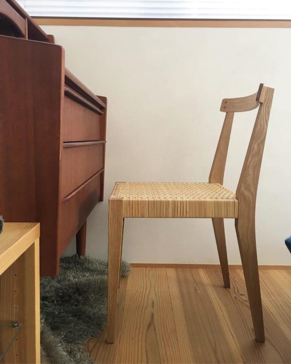オーク材と籐編みを組み合わせたこだわり椅子