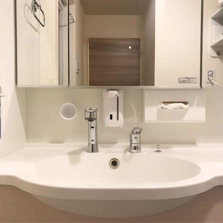 洗面所で活躍するマグネット収納