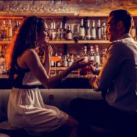 バーで出会いはある?素敵な男性の見つけ方&距離の縮め方を解説します