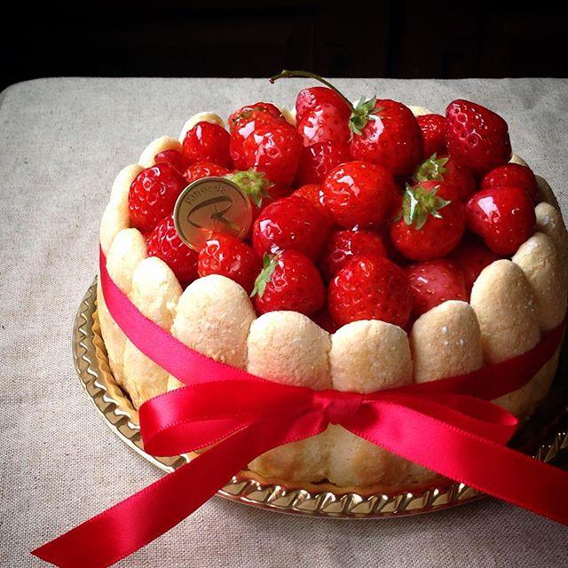 ディナー人気デザート:イチゴのシャルロット