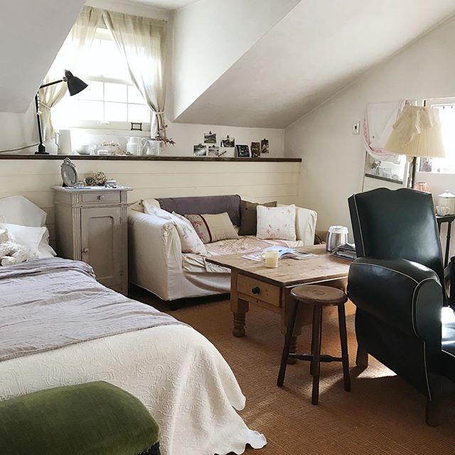 華やかで曲線的な家具3