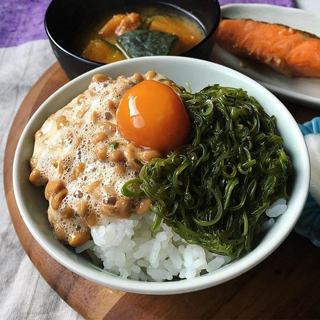 簡単な食べ方!納豆とめかぶのネバネバ卵かけご飯