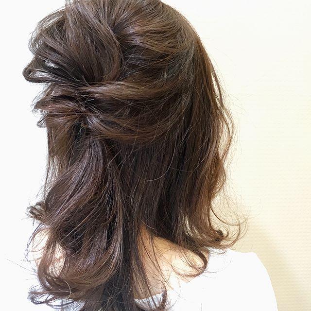 結婚式 髪型 ミディアム ハーフアップ