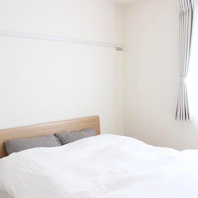 シンプルな寝室でぐっすりと