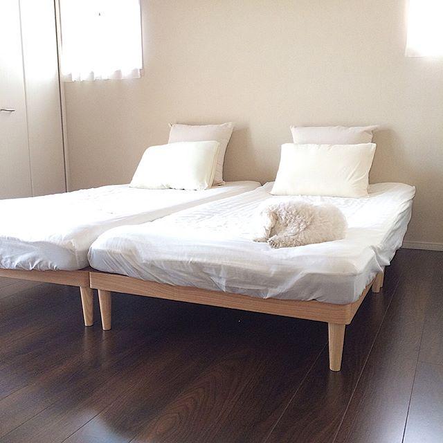 ニトリの白い寝具に合う脚付きすのこベッド