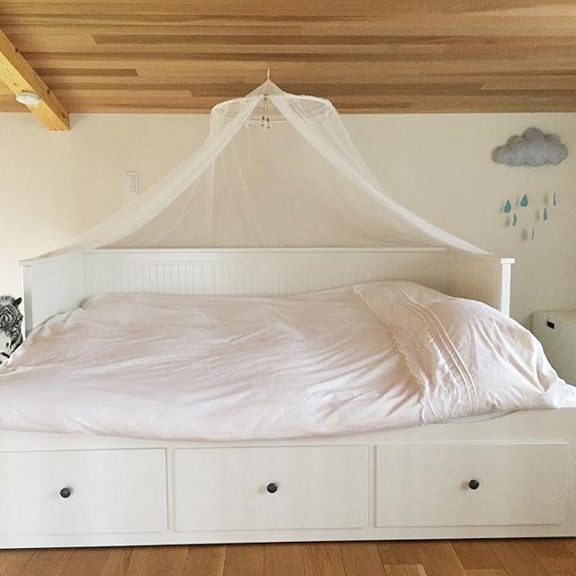 引き出し付きですっきり片付くIKEAのベッド