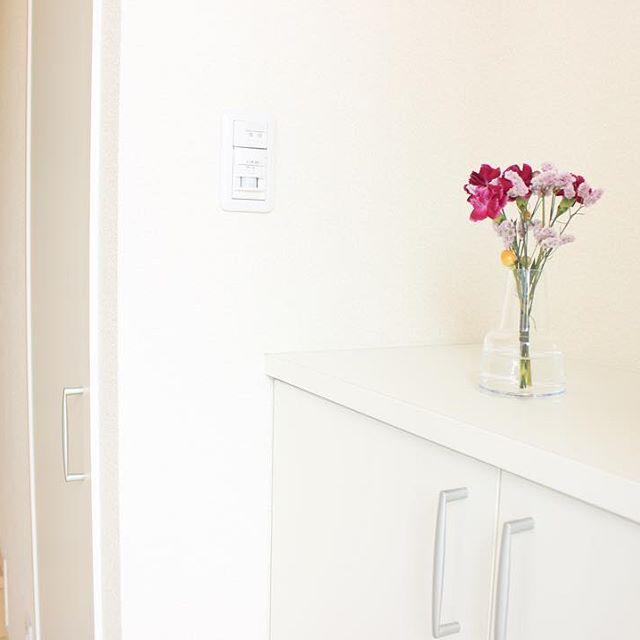 雑貨ではなくお花を飾って
