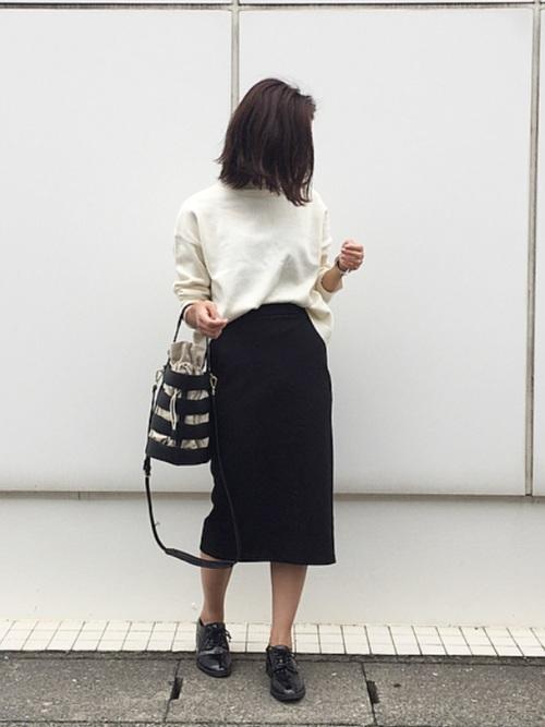 白×黒の大人女子コーデ2