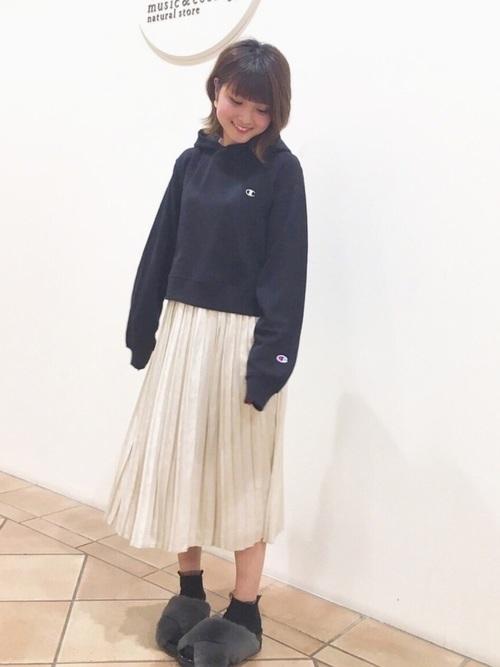 白×黒の大人女子コーデ7