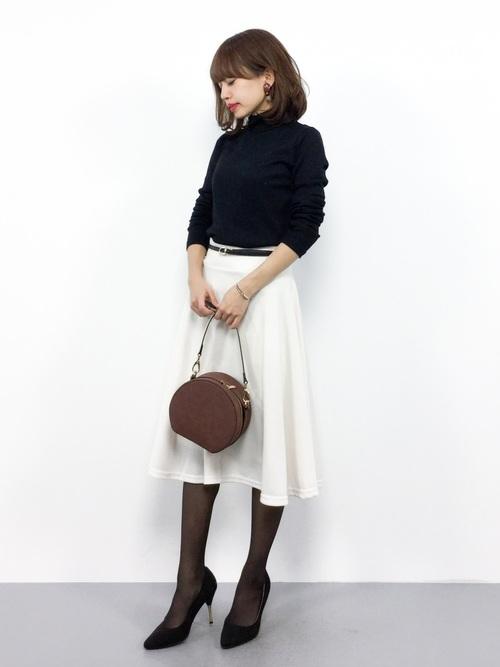 [Pierrot] ポンチ素材 ミディアム丈フレアスカート