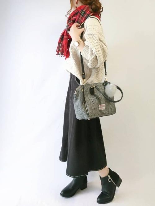 白×黒の大人女子コーデ4