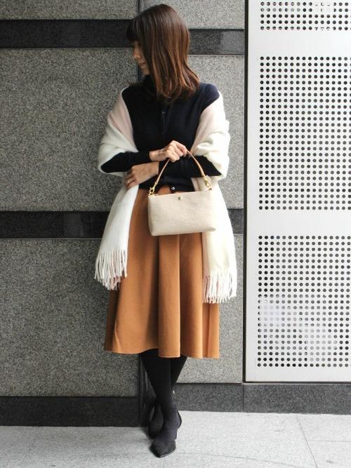 茶色 スカート 冬コーデ フレア3