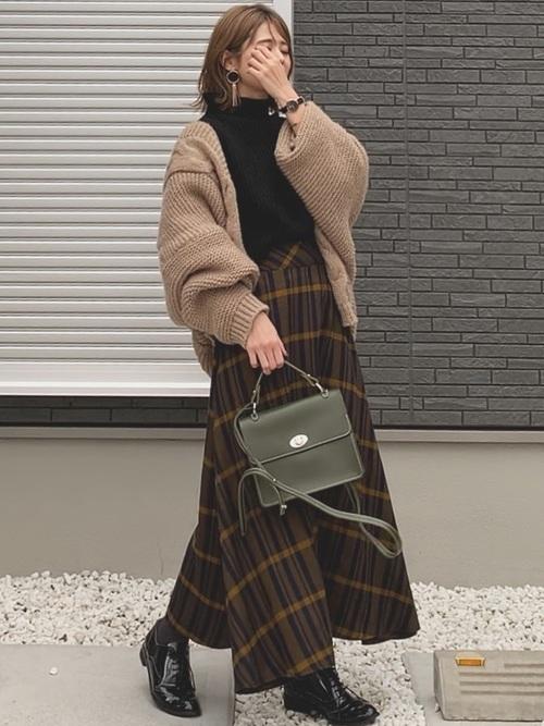 茶色 スカート 冬コーデ チェック