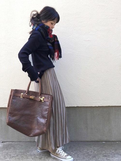 茶色 スカート 冬コーデ プリーツ2