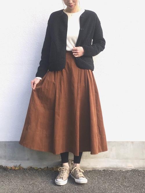 茶色 スカート 冬コーデ フレア