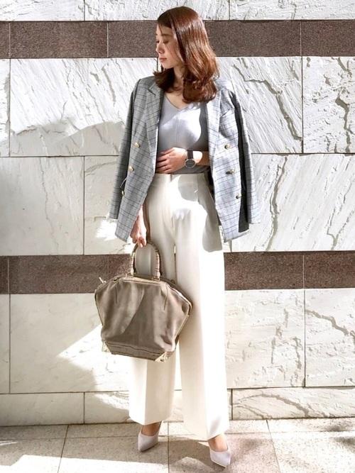 白のワイドパンツでヘルシー美人コーデ