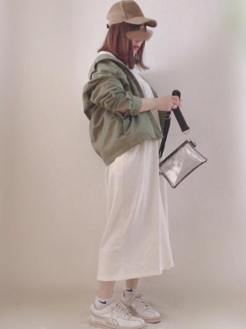 ユニクロサファリジャケット×白ワンピースコーデ
